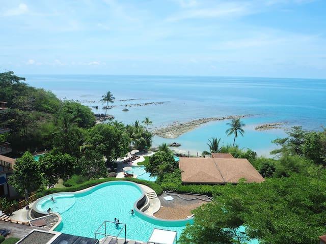 Luxury Two-Bedroom Seaview Apartment in 5* Resort