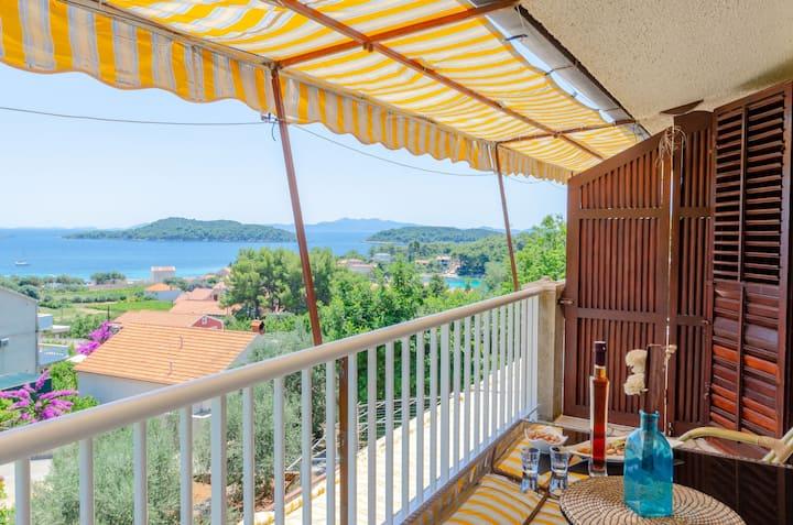 Apartment DINKA 3 PRIZBA/Island Korcula