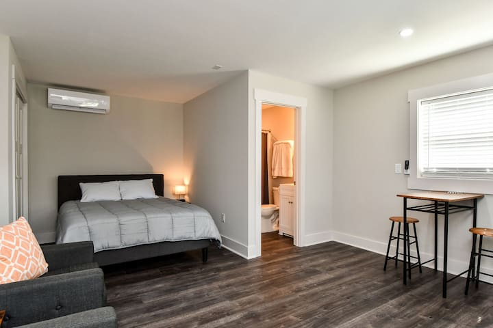 Modern studio - close to downtown Travelers Rest