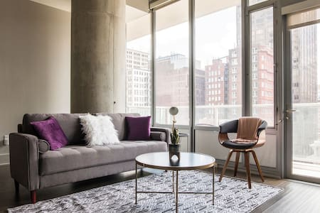City Views @ 1br High-Rise w/Balcony   Walk to All