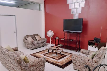 LG's Inn [private apt/parking/close to airport]