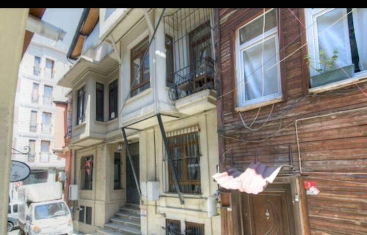 Cihangir Comfort Apartment