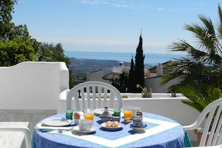 CHAMBRE SUR TERRASSE FACE A LA MER - Marbella - Bed & Breakfast