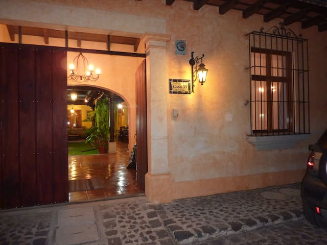 CasaCave.  New Home 6 Blocks to Central Park - Antigua Guatemala - House