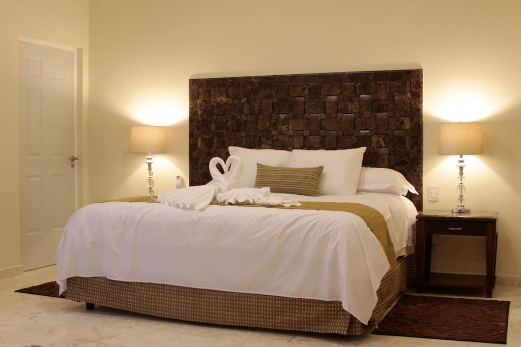 All 18 bedrooms have premium mattresses & bedding.