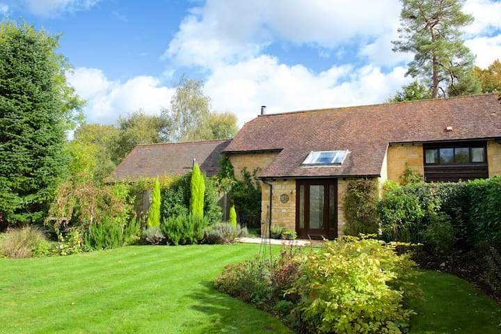 Barn End, a stunning Cotswold cottage for 6