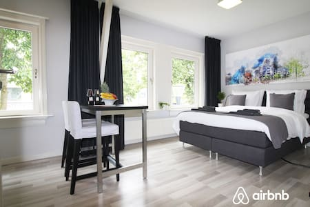 "Eindhoven 1 Bedroom Apartment ""Short & Long Stay"""