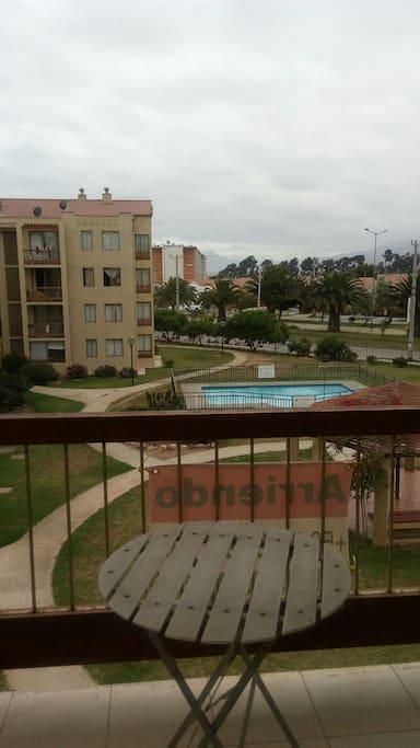 Vista desde la terraza, piscina y parque