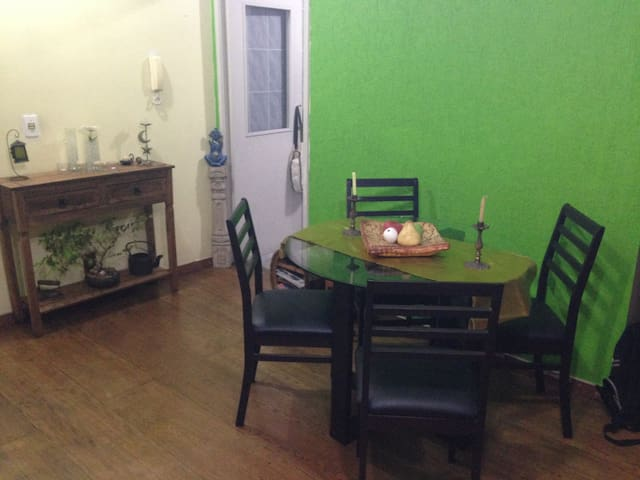 Charming Bedroom, Amazing Location - Porto Alegre - Apartemen