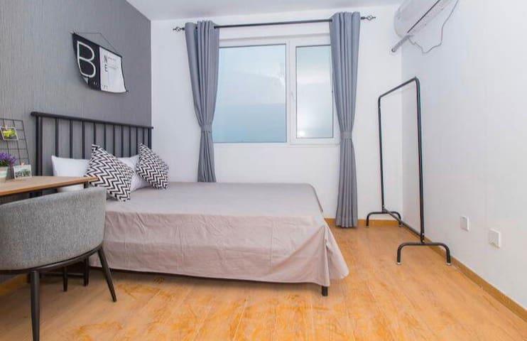 朱辛庄地铁站100米,房东家的客厅隔断便宜出租