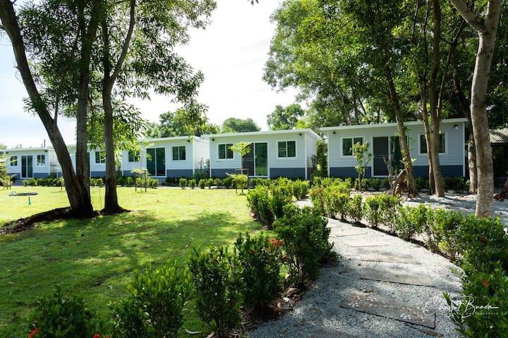 Quiet & relaxing stay  in nice set Cottage Garden