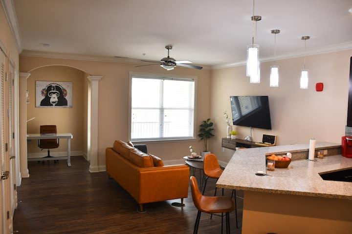 Elegant & Cozy Suite- Luxe Living