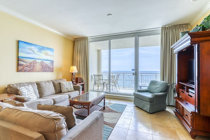 Gulf-front condo w/ views, shared pool and share hot tub!