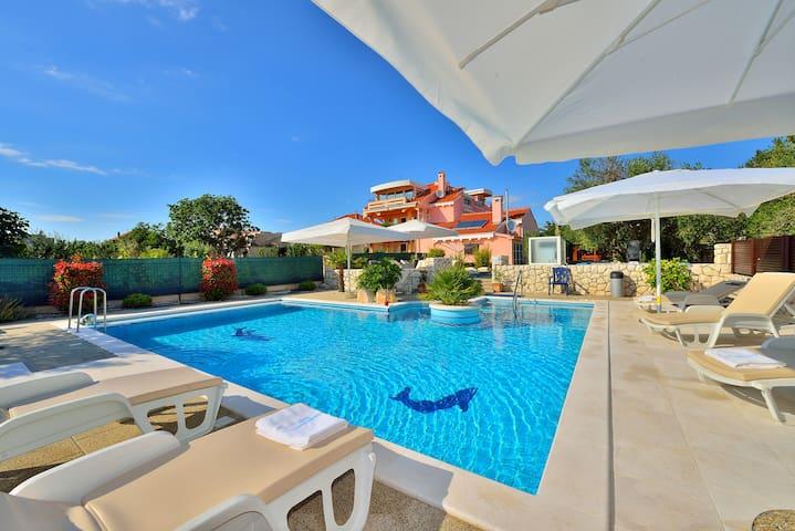 Hier ist Luxus zahlbar. Sorglos in Kroatien Urlaub. Villa mit Pool Zadar-Kroatien