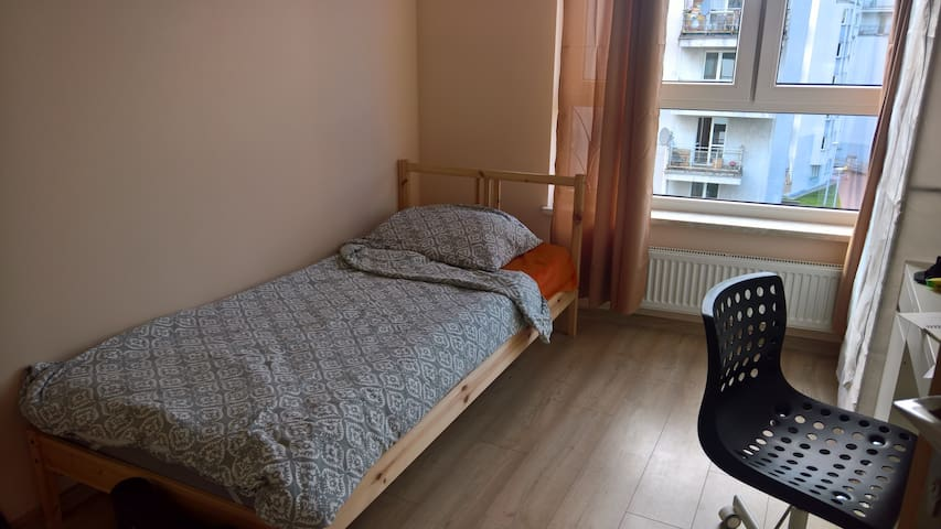 Cozy room in Bielany in spacious apartment
