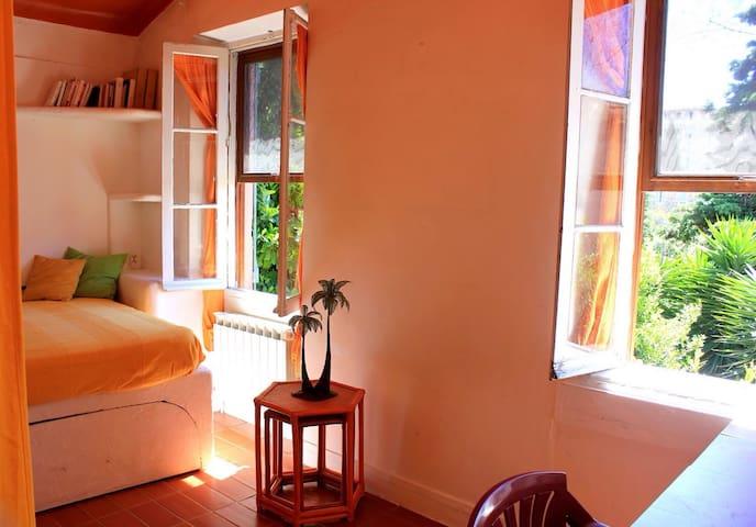 Jolie chambre lumière verdure calme - Le Cannet