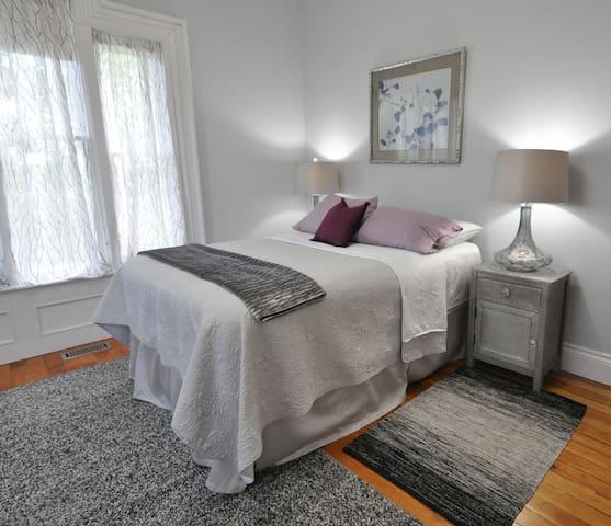 Art Deco Suite - Century House 1879   B & B