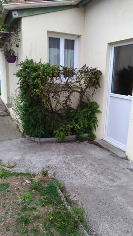 LA ROCHELLE  Charmant petit Studio avec jardin
