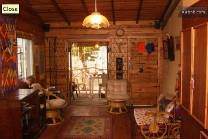 Tree House Log Cabin Colombo 3