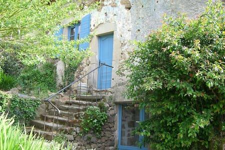 Ravissante maison de campagne - Saint-Bazile-de-la-Roche