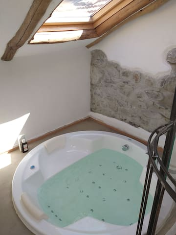Tiny loft with jacuzzi