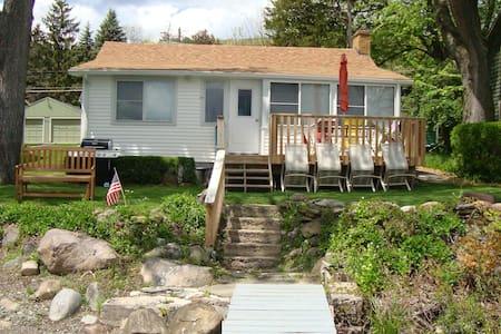 Cozy Lakeside Cottage on Honeoye Lake - Honeoye - Casa