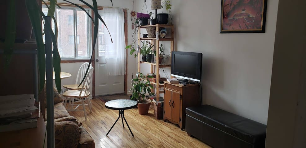 Spare room in the heart of multi-cultural Parc Ex