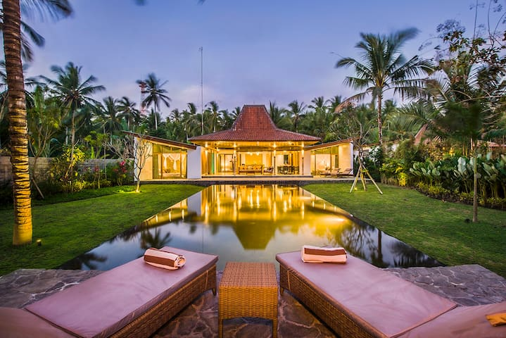 Beachfront, three bedroom private villa