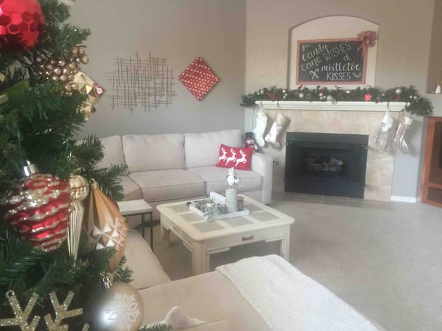 Comfy Holiday Home w/ Private Room & Bath  Hwy 99