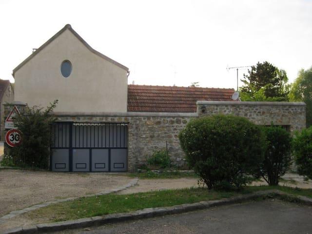 Très Belle Maison de charme confort - Dampierre-en-Yvelines - House