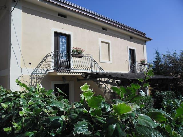 Villa Vignale-Villa con 2 camere da letto