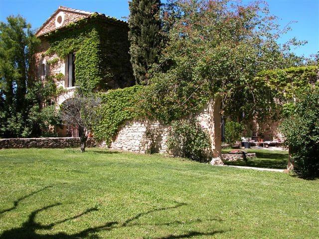 Charming,  calm18th cent farmhouse - Gordes - House