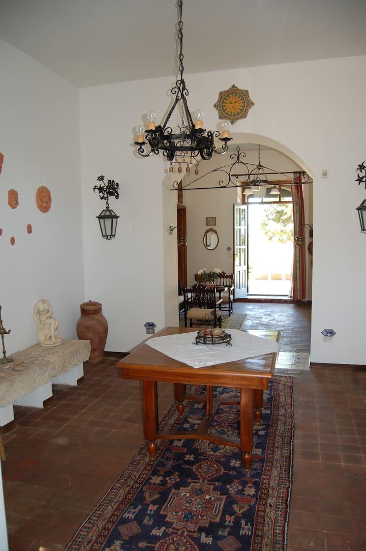 Antica casa siciliana in collina