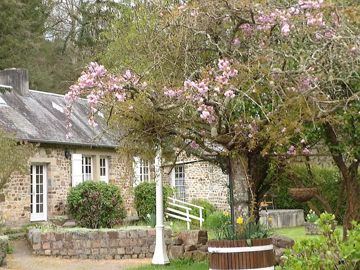 2 bed riverside cottage in Normandy