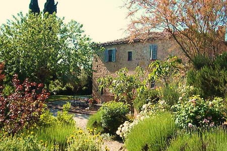 Delightful House with Pool&Gardens - San Giovanni d'Asso - Huvila
