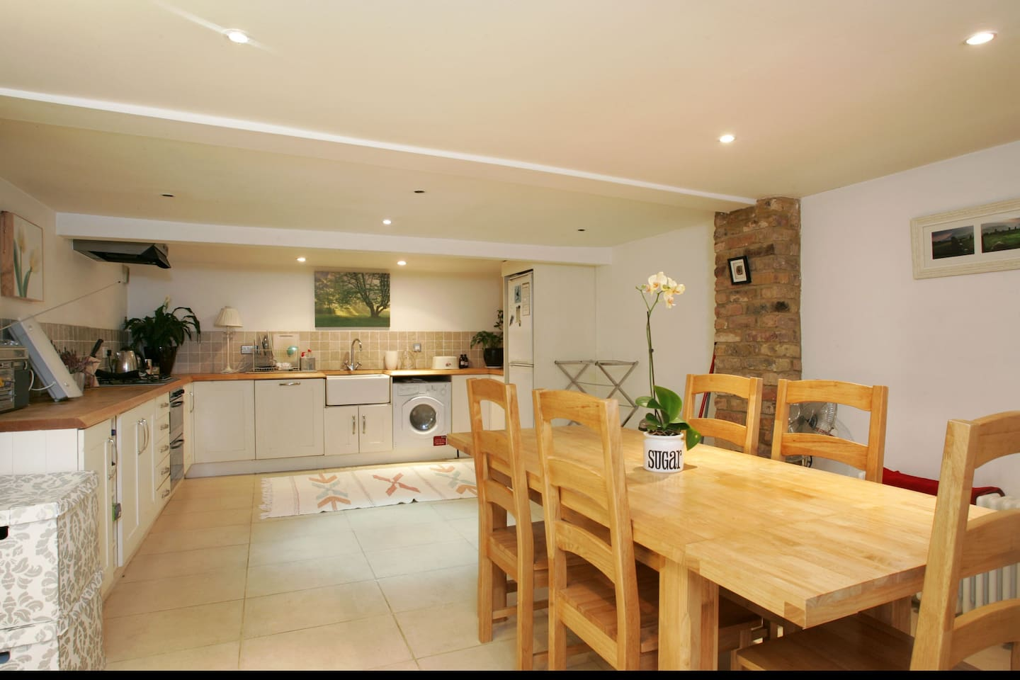 Spacious kitchen/diner with hob/grill/oven, washer-drier, dish washer etc