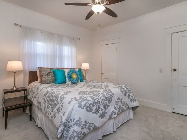 Nice Sized Bedroom with Queen Sized Bed.