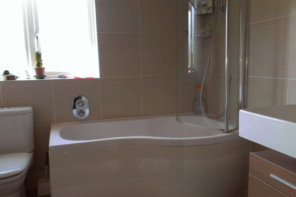 Bathroom with Shower, toilet, wash basin and heated towel rail (towels supplied)