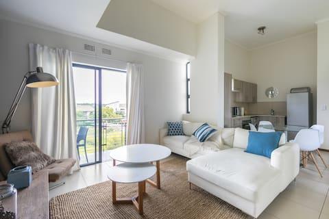 ♥ Modern apartment in a secure golf estate.WIFI ♥