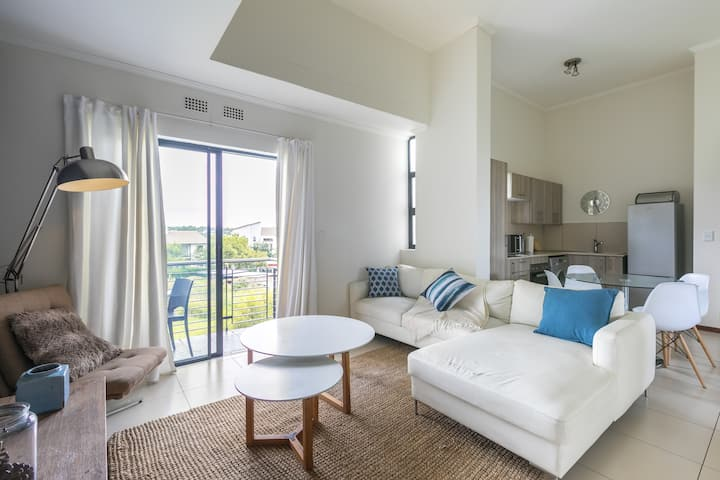 ♥ Modern apartment in a secure golf estate.WIFI ♥