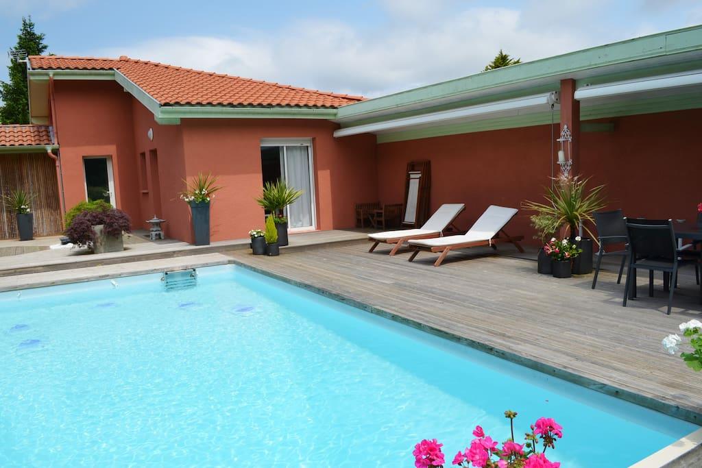 villa avec piscine et plages maisons louer saint