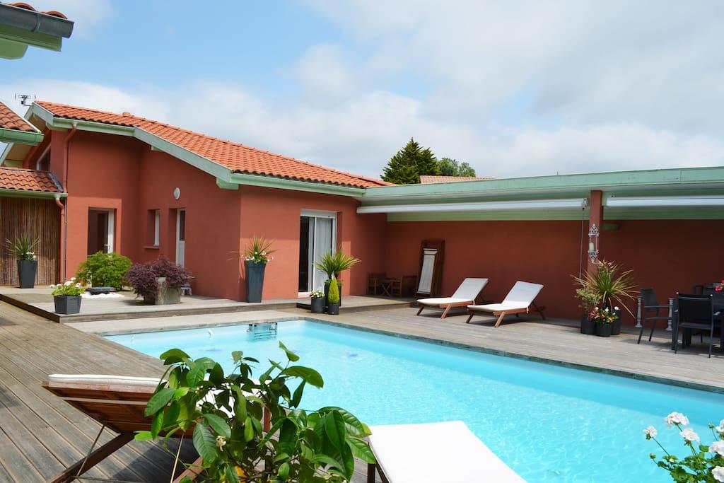 Villa Avec Piscine Et Plages Houses For Rent In Saint Vincent De Tyrosse Aquitaine France