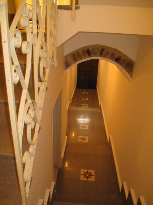 L'ingresso - Entrance