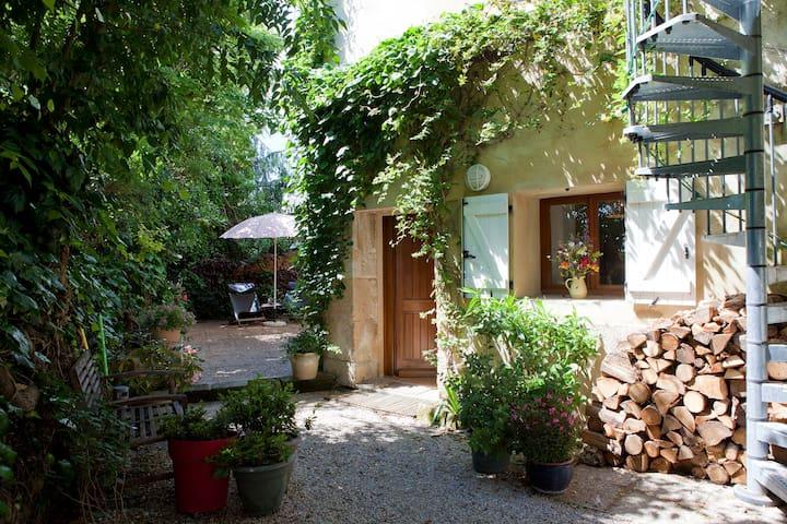 Le jardin d'Eole : joli studio à partir de 42 € - saint-christol  - House