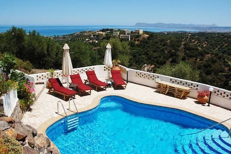 Amazing villa with private pool,sea view,4bedrooms - Stalos