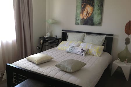 Resort Room in Home, 12 km from CBD - Rochedale
