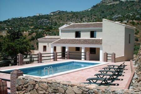 Prachtige villa voor 17 personen! - Comares