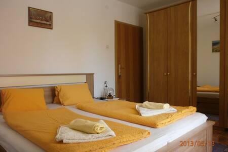 Charming room Dijana close to the Beach - Krk - บ้าน