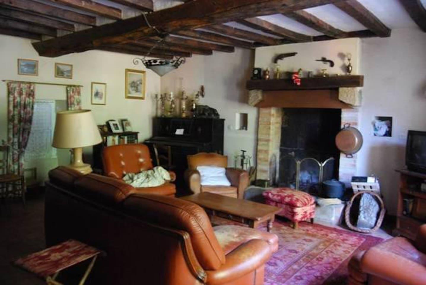 un salon qui a conservé l'authenticité de la maison