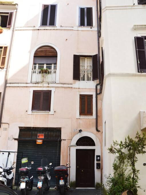 Piazza navona design apartment apartments for rent in for Apartment design rome